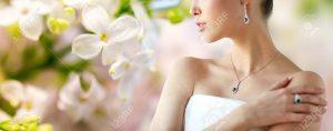 Bride wearing fancy set of jewelries